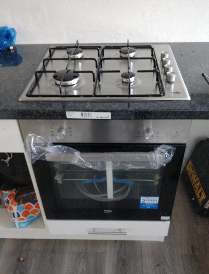 half way through installing the dual fuel - hob in just oven to go!