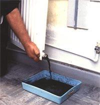 Manually flushing heating system